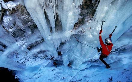 ice-climbing-gorges-de-ballandaz-savoie-france_1680x1050_74052